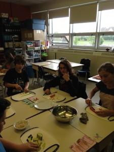 on cuisine des rouleaux de printemps (6)